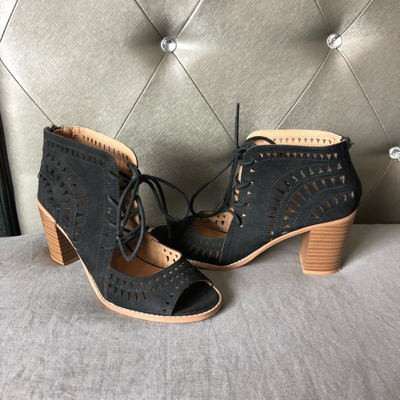 "c9364b3398c Canyon River Blues Shoes - Canyon River Blue Sandal Heels Size 10 EUC 3""  Heel"